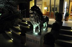 A little bit of inspiration... Our flowers' carpet should show a lion like one of the two that we have standing in front of the door of the Sunway Playa Golf & Spa Hotel in Sitges. We'll see tomorrow if we succeed!