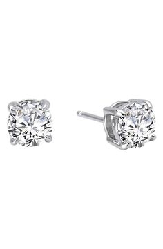 In love with this classic four prong stud earrings that sparkle.