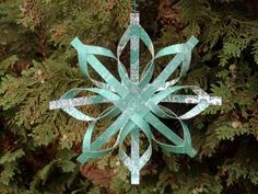How to Make a Star Christmas Tree Ornament - Step by Step Homemade Paper Crafts The secret of how to make a star ornament that looks beautiful and intricate, but is surprisingly simple to make. A homemade Christmas decoration your friends will marvel at! Christmas Tree Star, Christmas Paper, Handmade Christmas, Christmas Ornaments, Christmas Projects, Holiday Crafts, Homemade Christmas Tree Decorations, Paper Ornaments, Paper Stars