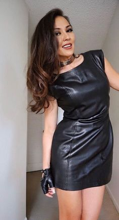 Black Leather Pencil Skirt, Leather Mini Skirts, Leather Dresses, Leather Pants Outfit, Leather Jeans, Leather Gloves, Vinyl Clothing, Leder Outfits, Hot Outfits