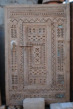 Buying antique Moroccan doors at the Marrakech flea market - Bab el Khemis | Find buy and renovate a Riad in Marrakech - the builders guide & Moorish single door | Single doors Moorish and Calligraphy
