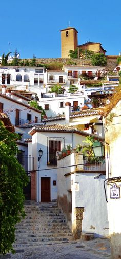 El Albayzín is a district of present day Granada, in the autonomous community of Andalusia, Spain. Places Around The World, Oh The Places You'll Go, Travel Around The World, Places To Travel, Travel Destinations, Around The Worlds, Malaga, Granada Andalucia, Andalusia Spain