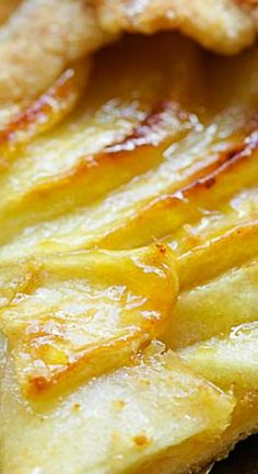 This apple tart recipe makes the best fruit dessert with a rustic look. With buttery, flaky crust and sweet apple filling, this apple tart is a favorite! Apple Desserts, Fun Desserts, Delicious Desserts, Dessert Recipes, Best Apple Recipes, Favorite Recipes, Buttery Flaky Crust, Rustic Apple Tart, Apple Tart Recipe