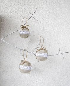 easy ornaments.