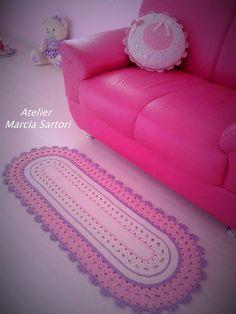 Passadeira infantil feita em croche.. <br>Pode ser feita nas cores de sua decoração.. <br>medidas 1,20 X 0,48 <br>Outras medidas consultar valor..