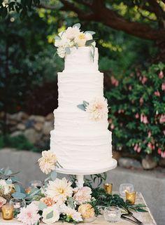 wedding cake with dahlias - photo by Caroline Tran http://ruffledblog.com/a-sophisticated-wedding-at-maravilla-gardens #weddingcake #cakes