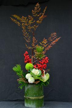 Table Flower Arrangements, Ikebana Flower Arrangement, Beautiful Flower Arrangements, Table Flowers, Beautiful Flowers, New Years Decorations, Flower Decorations, Chinese New Year Flower, Dwarf Fruit Trees