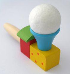 Să te joci cu această minge plutitoare se poate și singur, dar aceasta jucărie poate fi atracția întrunirilor prietenești, a jocurilor desfășurate împreuna. jucariionline.eu/produse/joc-cu-minge-plutitoare/