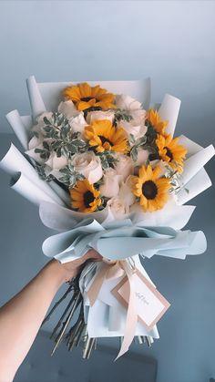 Boquette Flowers, Flower Bouquet Diy, White Rose Bouquet, Beautiful Bouquet Of Flowers, Luxury Flowers, Beautiful Flower Arrangements, Paper Flowers, Planting Flowers, Floral Arrangements