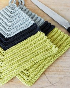 Bízza magát: Erős edényfogó from Her világ Basic Crochet Stitches, Easy Crochet Patterns, Stitch Patterns, Crochet Hot Pads, Knit Crochet, Crochet Potholders, Crochet Home Decor, Crochet Kitchen, Weaving Patterns