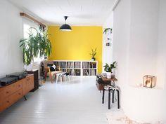 #sisustus #olohuone #livingroom #retrohome #retro #vintagestyle #vintage #oldhouse #50s #rintamamiestalo #colorfulinterior #interior #interior123 #interior2you #interior4all #wwinterior #interiorwarrior #homestyling #homedesign #ikea_lamps #myikealamp #oikotiesisustus #instahome #inspiroivakoti #etuovisisustus #interiordesign #midcenturystyle #midcenturyfurniture #atmine #kodintarina by miimiinkoti