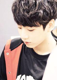 Aww he was so young Kookie Bts, Bts Bangtan Boy, Bts Jungkook, Taehyung, Busan, Jung Kook, K Pop, Rapper, Jeon Jeongguk