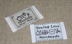 Cette belle, tag tissu est brodé en tissu de coton fine et très bien pour des projets à coudre ou un engin. Il y a 2 modèles : machine à coudre,