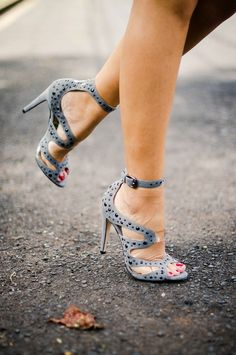 Want this gray high heels with dots