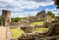 http://blog.english-heritage.org.uk/wp-content/uploads/2016/07/Farleigh-Hungerford-Castle.jpg