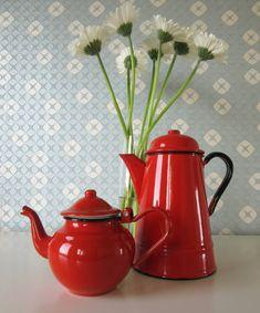 Esmalte rojo Vintage té y cafetera de 1970