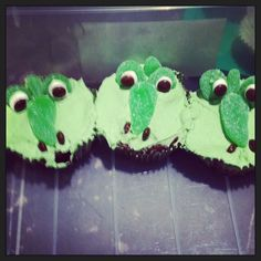 Crocodile cupcakes~                    Unknown source, green
