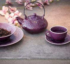 Purple tea pot and cup set.