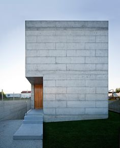 House in Moreira, Portugal - design by Phyd Arquitectura - Portuguese property, Moreira, Portugal residence, new Portuguese house: architecture Concrete Architecture, Residential Architecture, Interior Architecture, Interior And Exterior, Cubic Architecture, Creative Architecture, Interior Design, Architecture Details, Beautiful Architecture