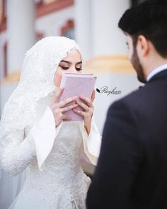 Learn Quran Academy provide the Quran learning services at home. Our mission to teach Quran with proper Tajweed and Tafseer to worldwide Muslim community. Cute Muslim Couples, Cute Couples, Wedding Couple Poses Photography, Muslim Family, Muslim Wedding Dresses, Islamic Girl, Romantic Images, Hijabi Girl, Stylish Girls Photos