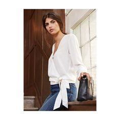 Lila en Ella ☕️🇬🇧🍂 En soie écrue ou noire la sublime blouse Ella est enfin arrivée au complet sur le site avec d'autres nouveautés ❤️ #sezane #goodmorningengland #modernlove #sezanestory