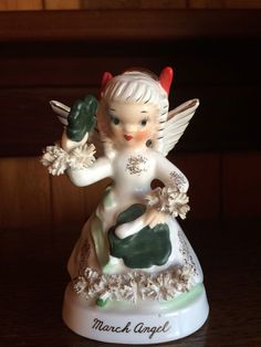 VINTAGE NAPCO MARCH ANGEL WITH SPAGHETTI TRIM A 1363 EXCELLENT CONDITION!