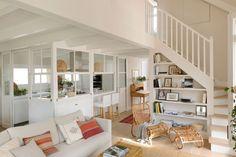 salon-con-cocina-office-y-barra-y-sofas-beige 00464968 O. Empieza por la estancia más grande...