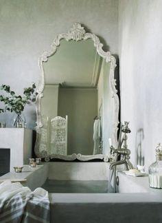 love the tub & mirror