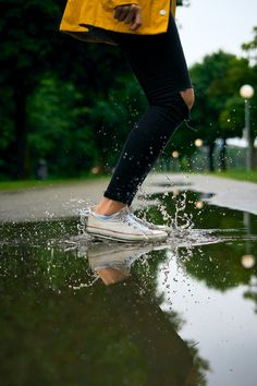 Woman with a yellow raincoat jumps into a puddle of water. Download this photo by Lukas Godina on Unsplash Free Iphone Wallpaper, Best Iphone Wallpapers, Free Hd Wallpapers, Wallpaper Free Download, Time Lapse Photography, Bokeh Photography, Rain Drops On Window, Rain Pictures, Rain Wallpapers