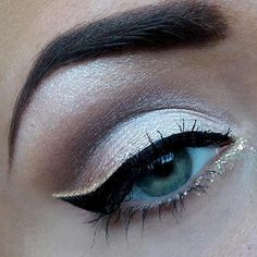 Pretty eyeshadow. Neutral with soft golden sparkles to spice it up