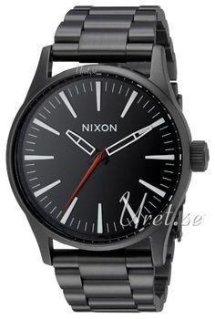 Nixon Svart/Stål, modell A450005-00 hos Uret.se. Material & Utförande Modell:A450005-00 Typ:Herrklocka, dressmodell Diamete