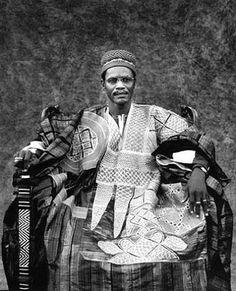 "Africa | ""Larlé Naba Tigré, Ministre de sa Majeste le Mogho Naba, Mossi"" | ©Jean-Dominique Burton"