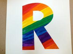 Una manera divertida de hacer arte con letras arcoiris, ayuda a los niños a aprender las letras de su nombre como también para un mural o anuncio.