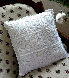 Hermoso cojín confeccionado con el cuadro de la abuelita o también conocido como granny, es un patron fácil y rápido de elaborar.
