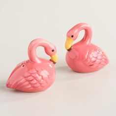 Add a vibrant, whimsical look to the serving table with our exclusive pair of ceramic flamingo salt and pepper shakers.