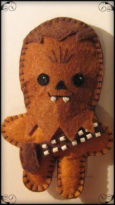 Retomando las manualidades con fieltro ha salido este pequeño Chewie (^-^)