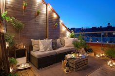 Un ático con una terraza llena de encanto