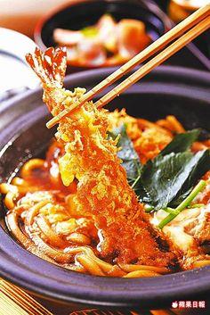 草蝦腰內豬排鍋膳套餐 360元 炸蝦鮮美、壽喜燒醬汁滋味鹹甘開胃。