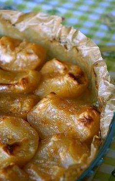 Primera vez que publico esta receta tan clásica de nuestros hogares, las manzanas asadas, para mi gusto las mejores son las reinetas. También hay muchas formas de hacerlas y de aderezarlas, aquí os dejo la receta que mi madre hace últimamente y están buenísmas. Manzanas asadas con un toque especial 6 manzanas ½ litro de agua 6 cucharadas soperas de azúcar + lo ... Apple Desserts, Apple Recipes, No Bake Desserts, Easy Desserts, Sweet Recipes, Dessert Recipes, Kitchen Recipes, Cooking Recipes, Tasty
