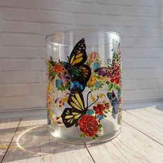 Round Glass Vase, Tall Glass Vases, Painted Glass Vases, Stained Glass Paint, Stained Glass Flowers, Painted Coffee Mugs, Flower Vases, Diys, Hand Painted