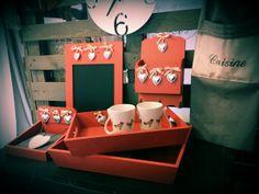 Ensemble d'objets déco en bois peint en rouge