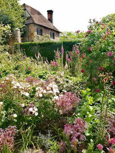 An Ode to the English Garden By Georgia Grace Manor Garden, Garden Cottage, Garden Club, Dream Garden, English Country Gardens, English Countryside, English Garden Design, Small English Garden, Mediterranean Plants