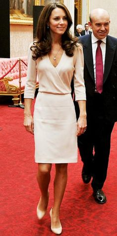 Katepedia: From her favourite neckline to the fabric she hates, everything you need to know about what the Duchess' worn since her engagement Daily Mail: Duchess of Cambridge-Katepedia: an analysis of the Duchess's outfits The Duchess, Duchess Of Cambridge, Style Kate Middleton, Herzogin Von Cambridge, Pantyhosed Legs, Style Royal, Summer Dress, Estilo Real, Celebs