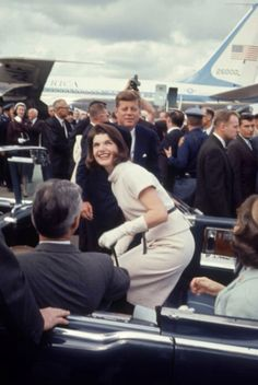1963. 21 Novembre. By Art RICKERBY. San Antonio International AirPort. Jack and Jackie