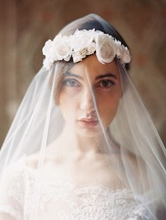 stunning veil and floral headpiece by #livhart #vintage #weddingveil #classic
