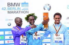 Eliud Kipchoge looks happy with his beer  But here's why he's unhappy with his running shoes http://bbc.in/1LfhsuR
