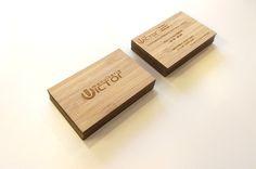 Carte en Bois - Sensoprint.com Carte de visite en bois bambou réalisée avec une gravure laser recto-verso. Une carte originale qui ne passe pas inaperçue !