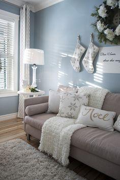 壁全体に色を持ってくるときは、淡い色を選ぶとインテリアとの調和が取りやすいですよ。くすみ系のダークパステルカラー大人っぽい印象に。