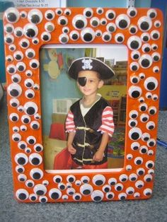 Perfect picture frame for your kids in their costumes ... just paint a wooden frame orange and decorate with googly eyes! Any craft that uses googly eyes is worth doing IMO!