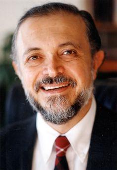 Mario Molina, Premio Nobel de Química y asesor de Barack Obama en materia medioambiental. Su aporte no sólo ha contribuido a la comprensión de la química atmosférica, sino que además ha supuesto un profundo impacto en la conciencia ecológica de todo el mundo al descubrir el impacto de los CFC's en la capa de Ozono.